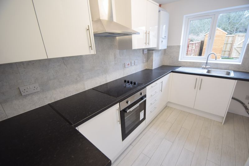 2 bedroom Mid Terrace to rent in Speedwell Close, Luton - Photo 10