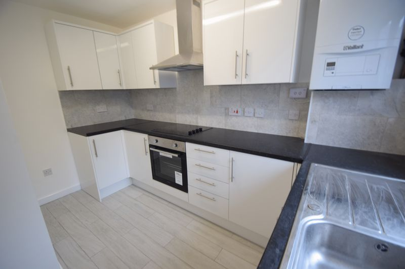 2 bedroom Mid Terrace to rent in Speedwell Close, Luton - Photo 11