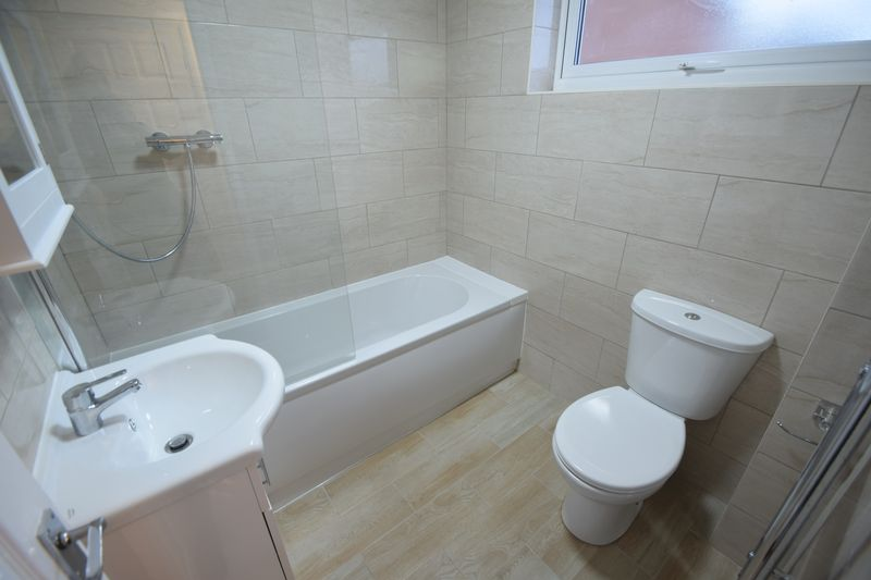 2 bedroom Mid Terrace to rent in Speedwell Close, Luton - Photo 12