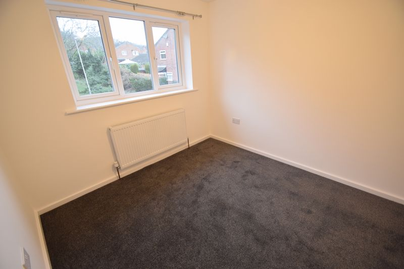 2 bedroom Mid Terrace to rent in Speedwell Close, Luton - Photo 13