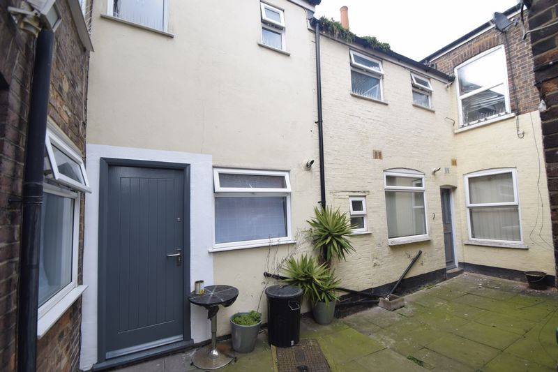 5 bedroom  to buy in Park Street, Luton - Photo 1