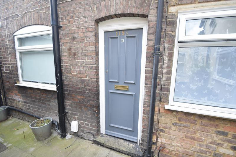 5 bedroom  to buy in Park Street, Luton - Photo 2