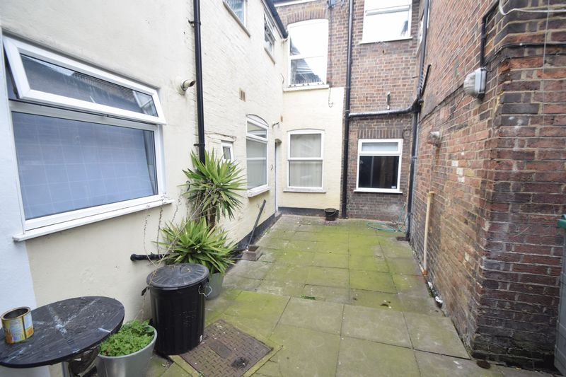 5 bedroom  to buy in Park Street, Luton - Photo 3