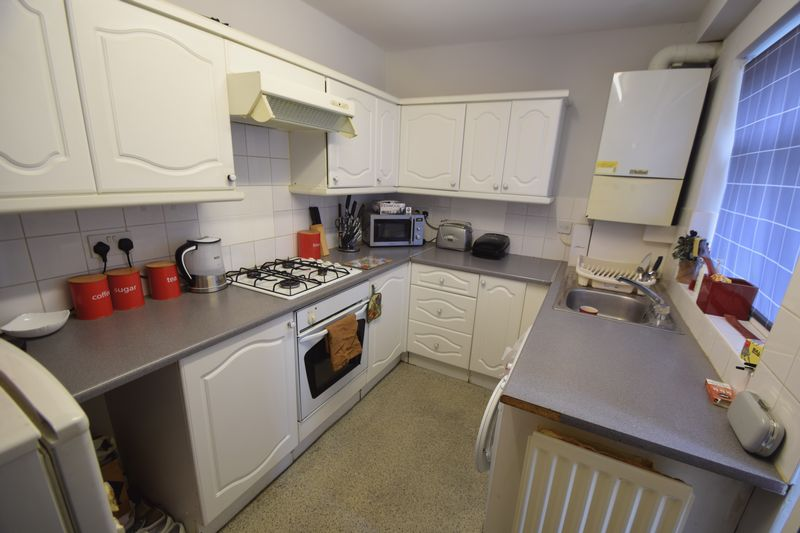 5 bedroom  to buy in Park Street, Luton - Photo 6
