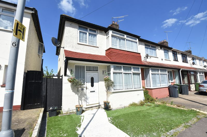 3 bedroom End Terrace to buy in Connaught Road, Luton