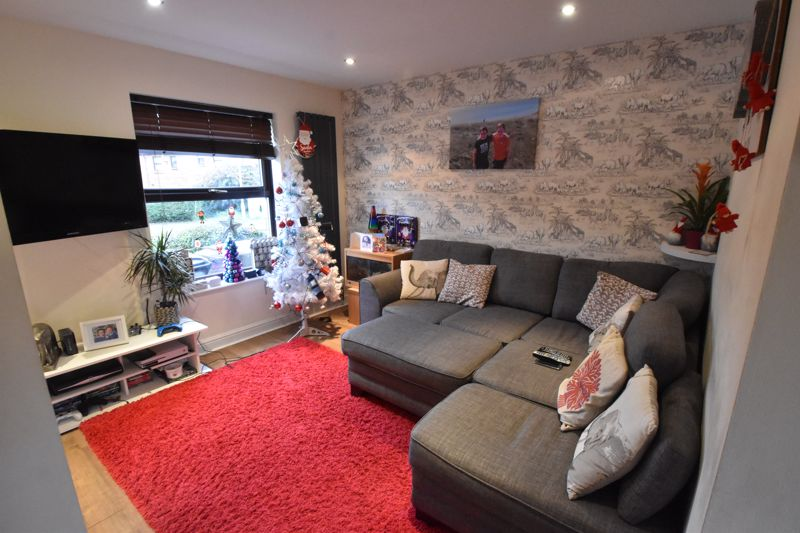 2 bedroom Mid Terrace to buy in Gleneagles Drive, Luton - Photo 2