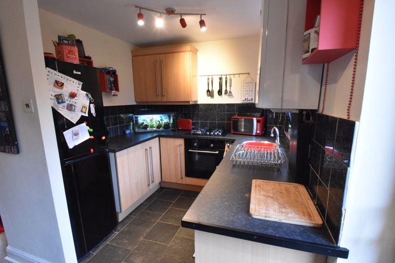 2 bedroom Mid Terrace to buy in Gleneagles Drive, Luton - Photo 5