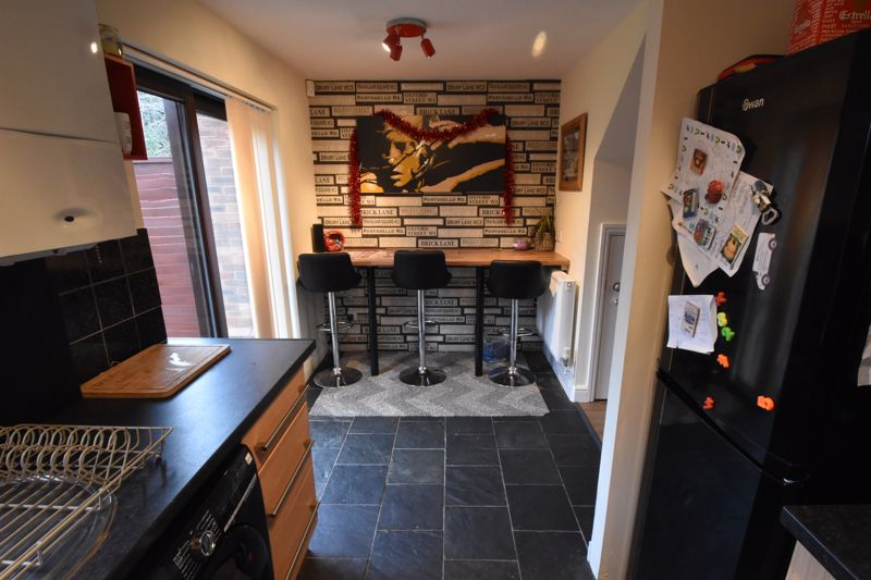 2 bedroom Mid Terrace to buy in Gleneagles Drive, Luton - Photo 6