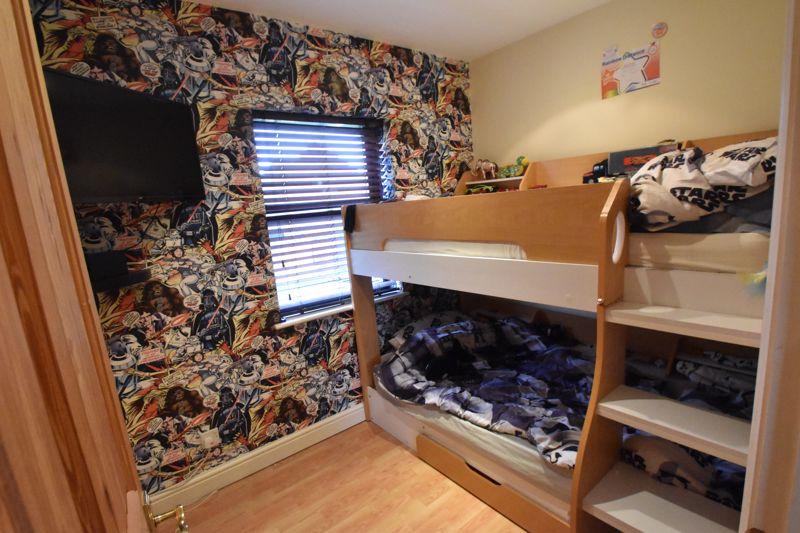 2 bedroom Mid Terrace to buy in Gleneagles Drive, Luton - Photo 9
