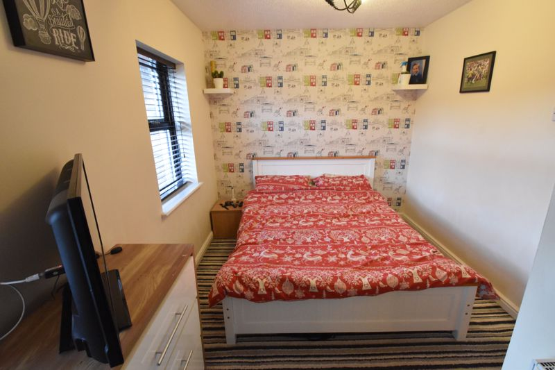 2 bedroom Mid Terrace to buy in Gleneagles Drive, Luton - Photo 12