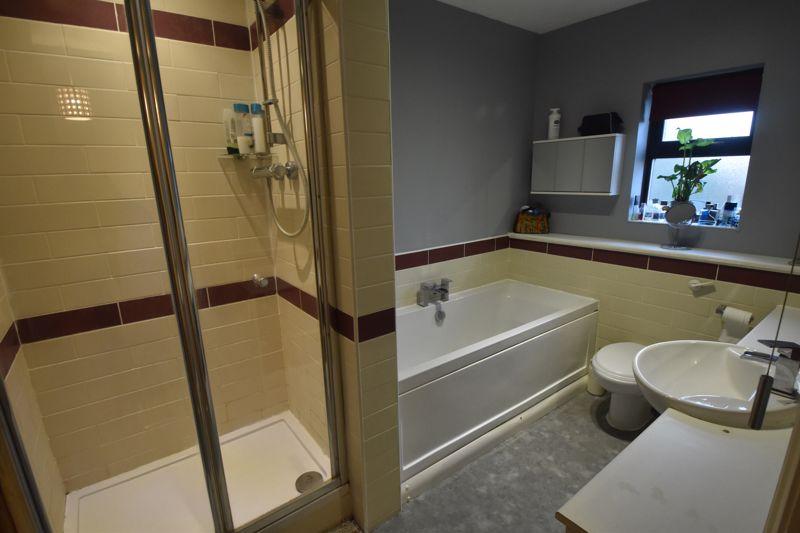 2 bedroom Mid Terrace to buy in Gleneagles Drive, Luton - Photo 13