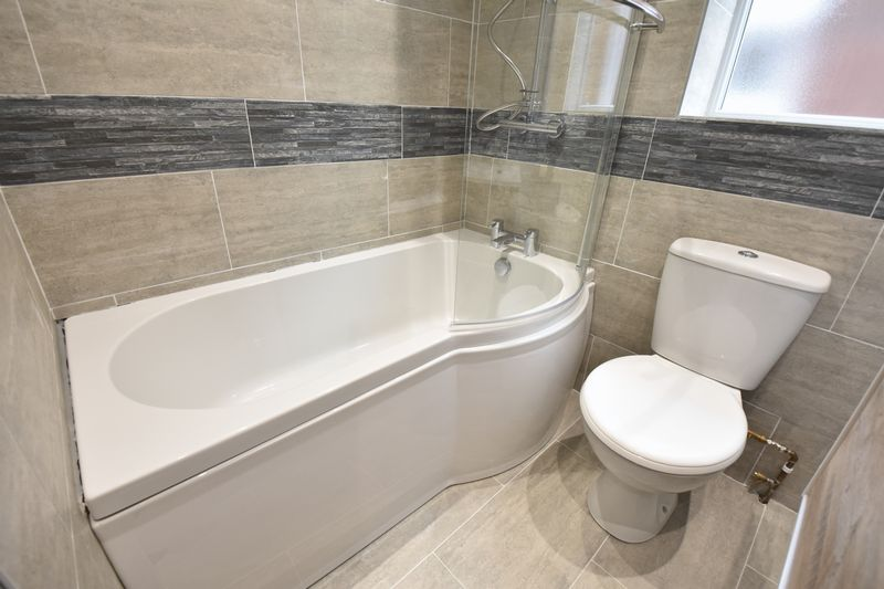 4 bedroom Detached  to buy in Abbey Drive, Luton - Photo 15