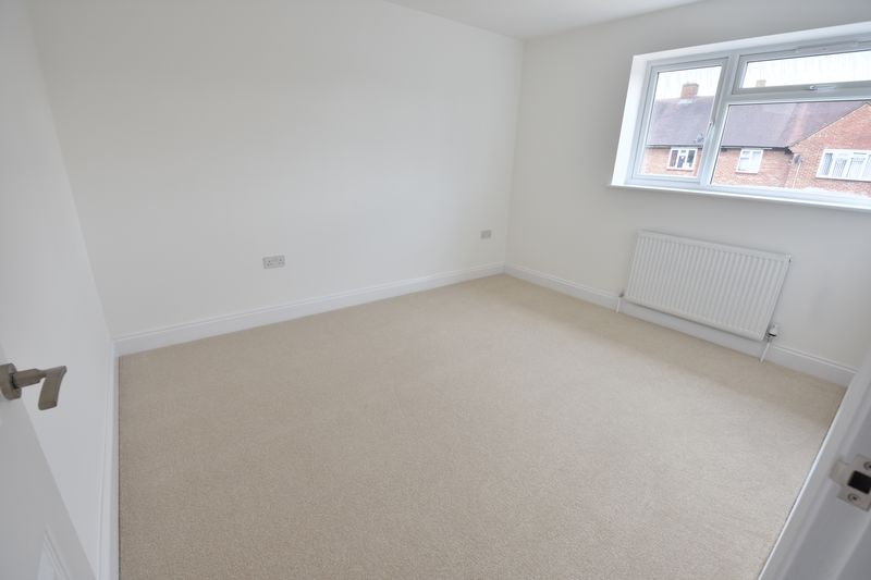 4 bedroom Detached  to buy in Abbey Drive, Luton - Photo 16