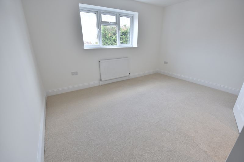 4 bedroom Detached  to buy in Abbey Drive, Luton - Photo 17
