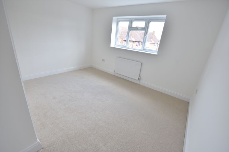 4 bedroom Detached  to buy in Abbey Drive, Luton - Photo 19