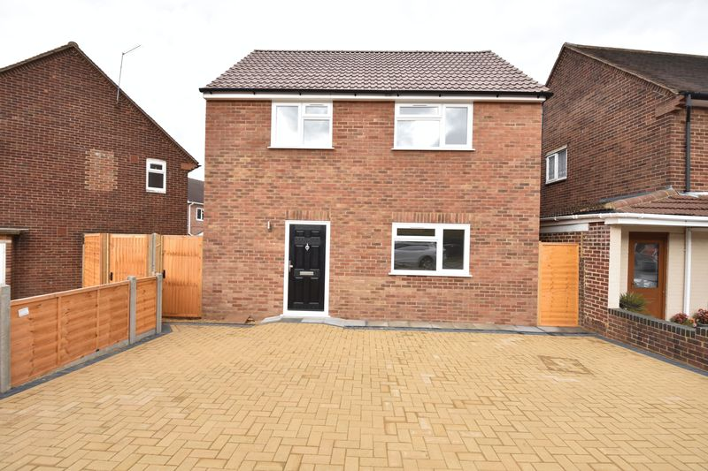 4 bedroom Detached  to buy in Abbey Drive, Luton - Photo 24
