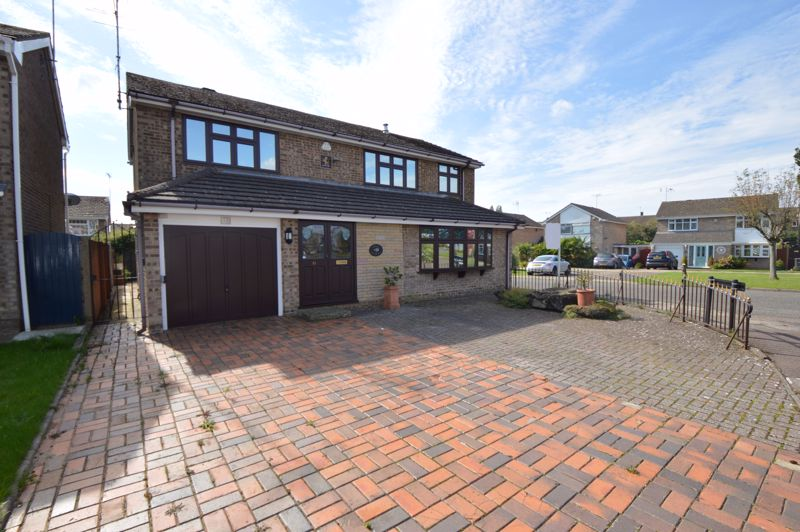 5 bedroom Detached  to buy in Pevensey Close, Luton