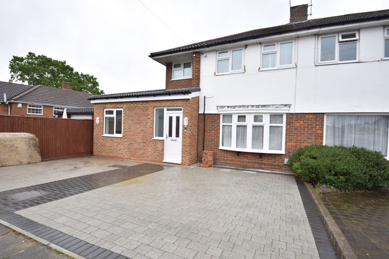 3 bedroom  to rent in Swasedale Road, Luton