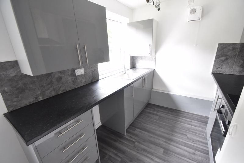2 bedroom Flat to rent in Downs Road, Luton - Photo 4