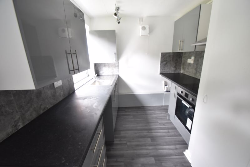 2 bedroom Flat to rent in Downs Road, Luton - Photo 5