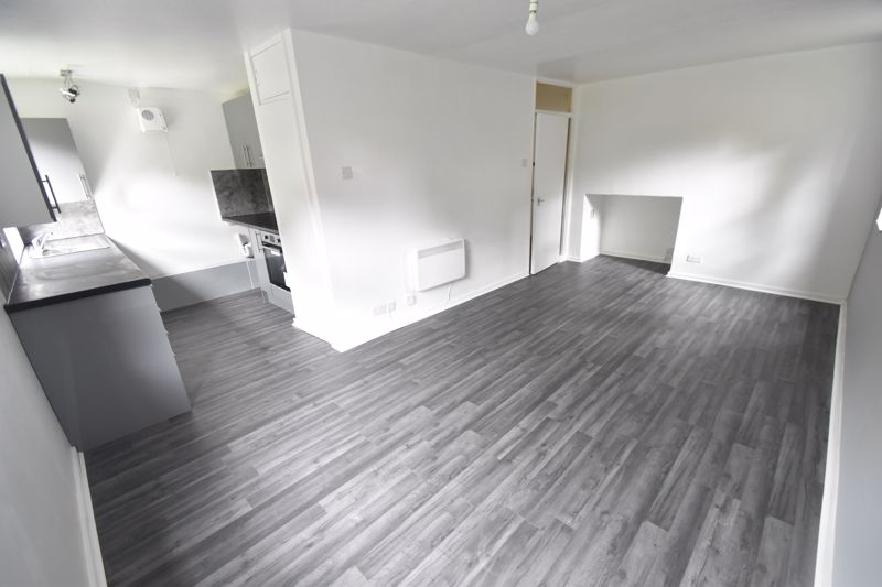 2 bedroom Flat to rent in Downs Road, Luton - Photo 8