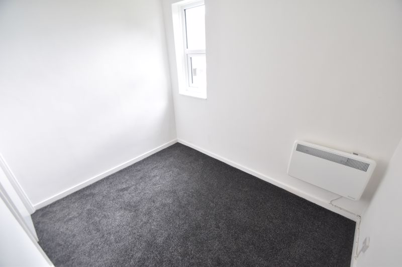 2 bedroom Flat to rent in Downs Road, Luton - Photo 11