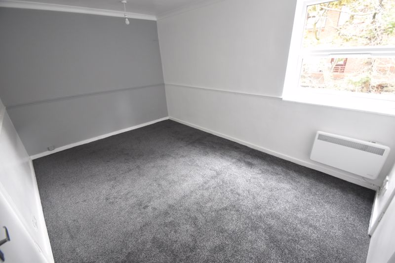 2 bedroom Flat to rent in Downs Road, Luton - Photo 12