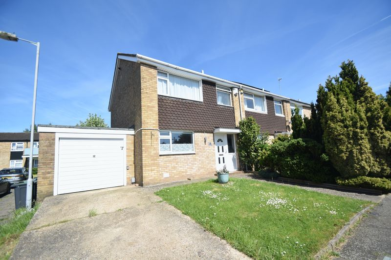 3 bedroom Semi-Detached  to rent in Keymer Close, Luton