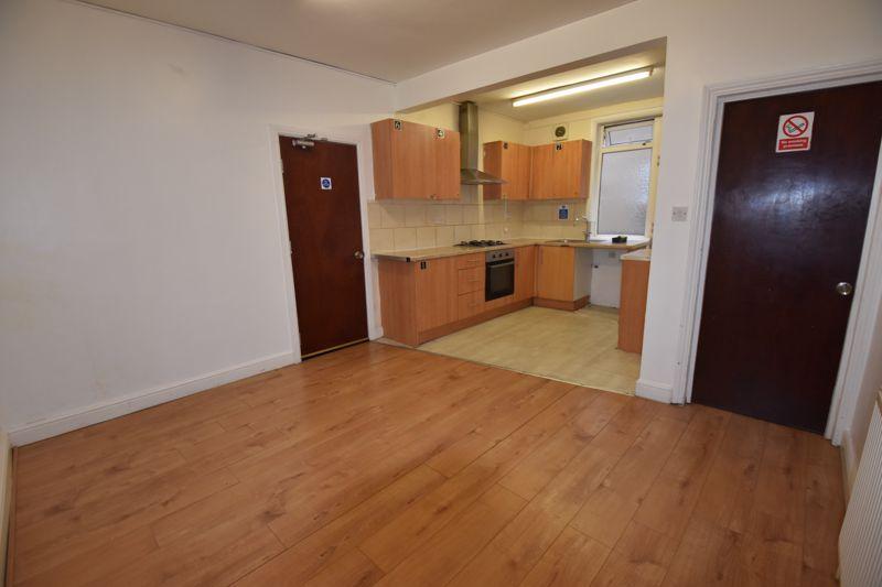 7 bedroom  to rent in Biscot Road, Luton - Photo 6