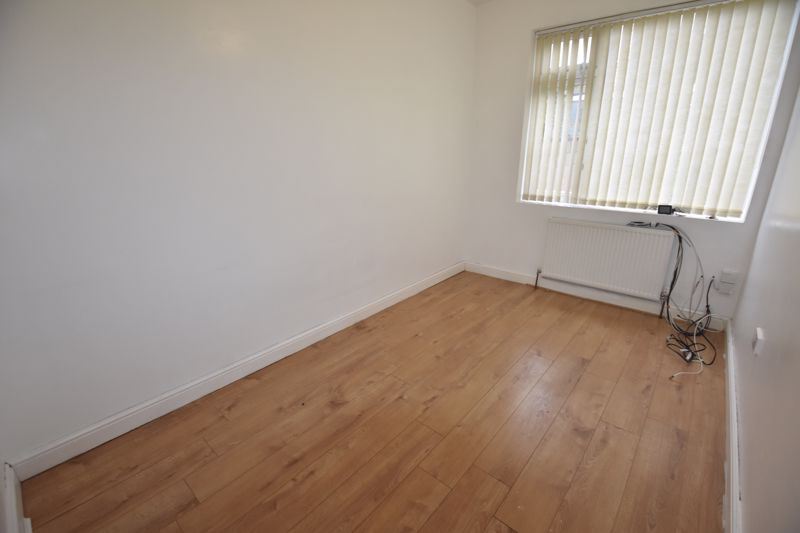 7 bedroom  to rent in Biscot Road, Luton - Photo 10
