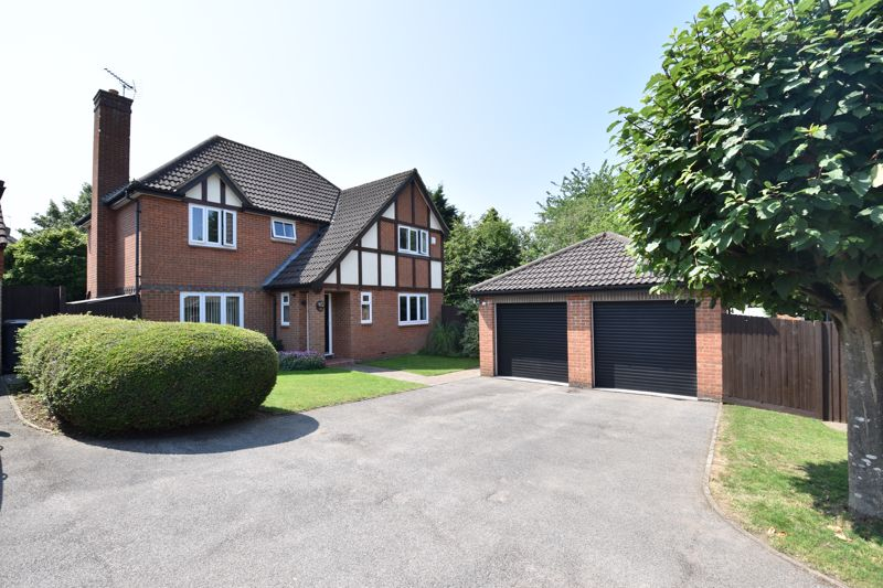 4 bedroom Detached  to buy in Rookery Drive, Luton