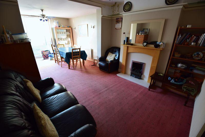 4 bedroom Semi-Detached  to buy in Mansfield Road, Luton - Photo 2