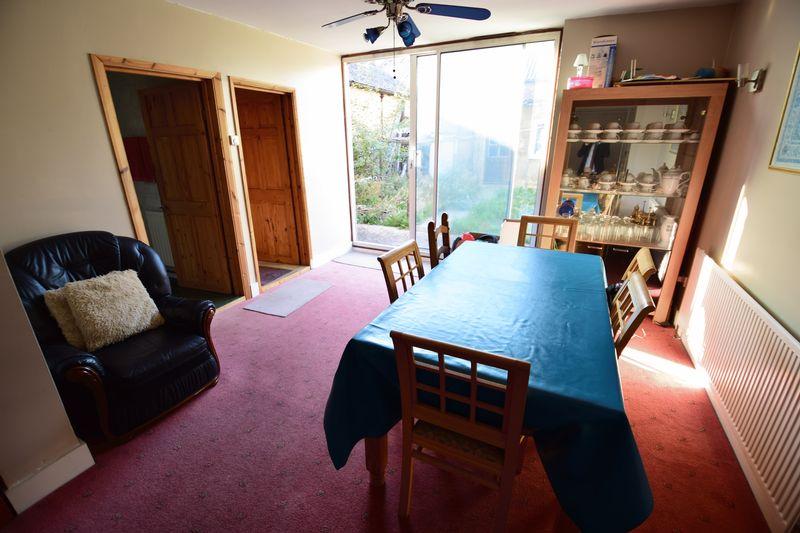 4 bedroom Semi-Detached  to buy in Mansfield Road, Luton - Photo 3