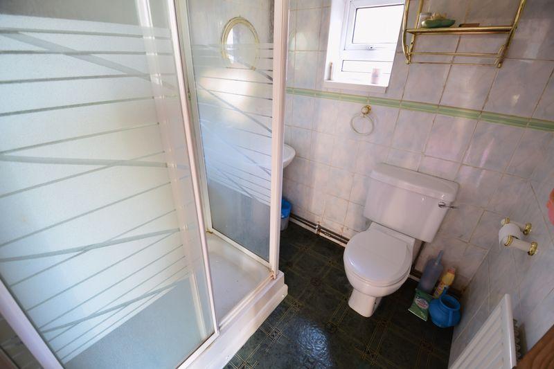 4 bedroom Semi-Detached  to buy in Mansfield Road, Luton - Photo 4