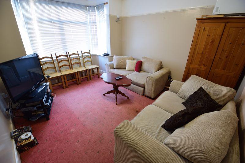 4 bedroom Semi-Detached  to buy in Mansfield Road, Luton - Photo 5