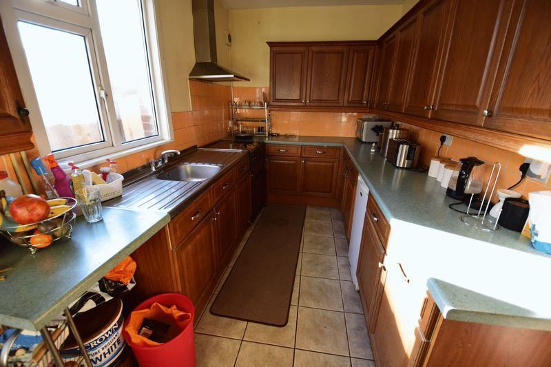 4 bedroom Semi-Detached  to buy in Mansfield Road, Luton - Photo 6