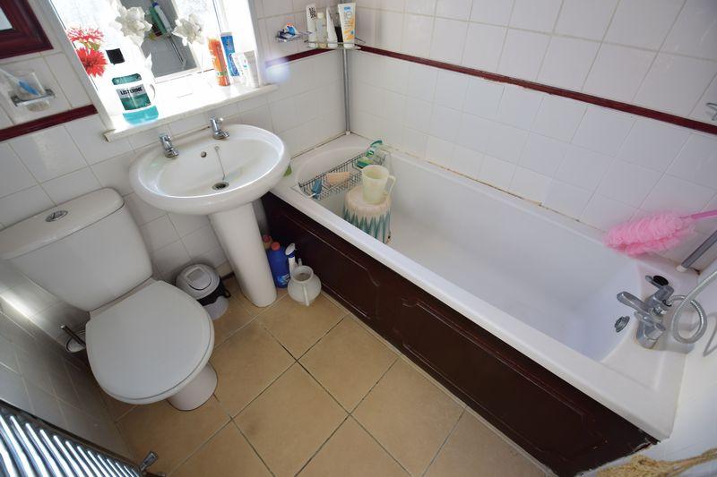 4 bedroom Semi-Detached  to buy in Mansfield Road, Luton - Photo 8