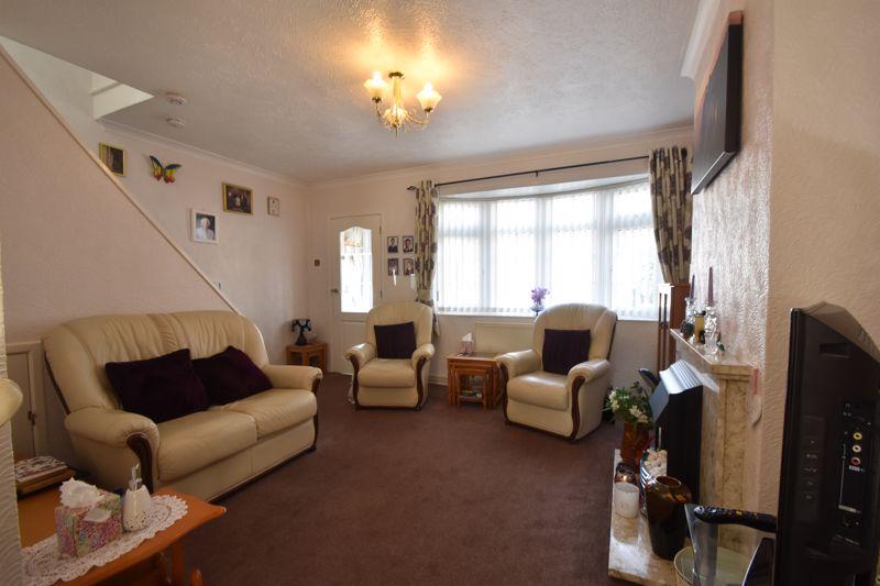 2 bedroom Semi-Detached  to buy in Sunningdale, Luton - Photo 1