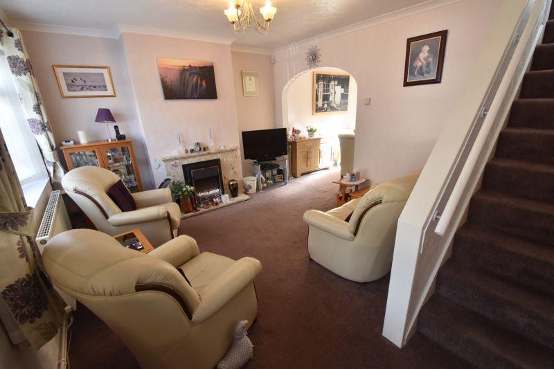 2 bedroom Semi-Detached  to buy in Sunningdale, Luton - Photo 2