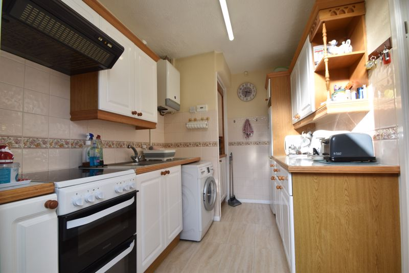 2 bedroom Semi-Detached  to buy in Sunningdale, Luton - Photo 8