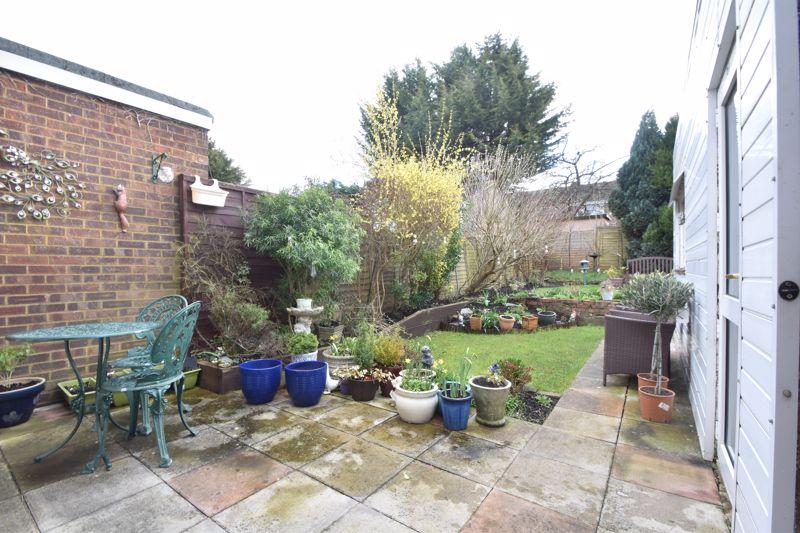 2 bedroom Semi-Detached  to buy in Sunningdale, Luton - Photo 14
