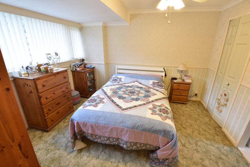 2 bedroom Bungalow to buy in Forrest Crescent, Luton - Photo 5