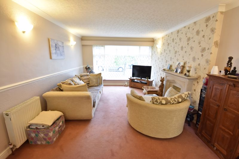 2 bedroom Bungalow to buy in Forrest Crescent, Luton - Photo 13