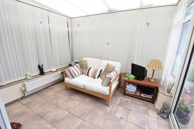 2 bedroom Bungalow to buy in Forrest Crescent, Luton - Photo 14
