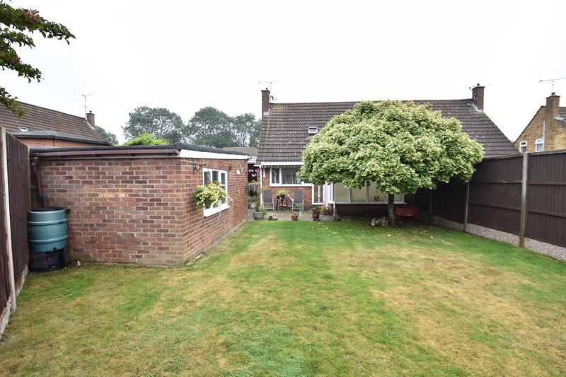 2 bedroom Bungalow to buy in Forrest Crescent, Luton - Photo 15