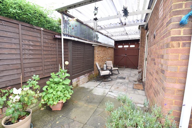 2 bedroom Bungalow to buy in Forrest Crescent, Luton - Photo 16