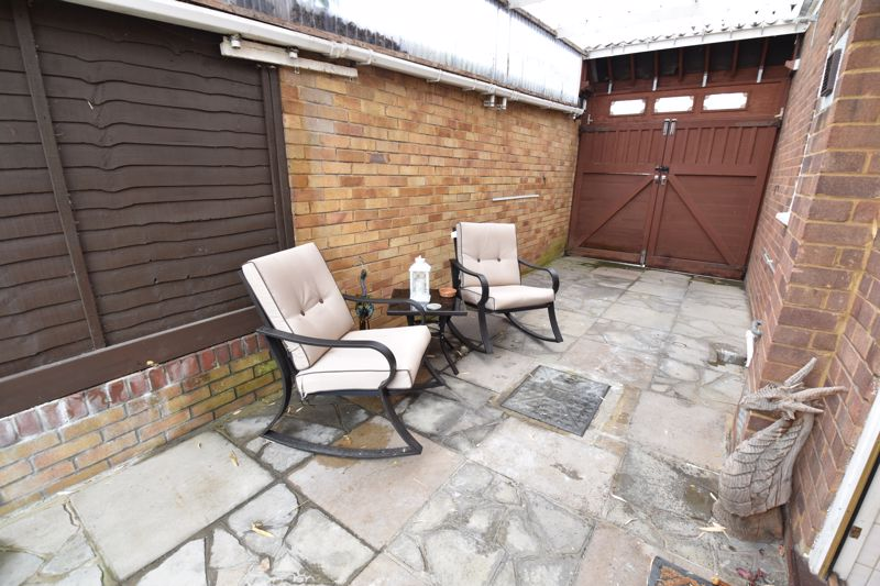 2 bedroom Bungalow to buy in Forrest Crescent, Luton - Photo 17