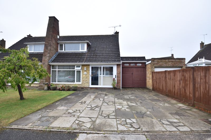 2 bedroom Bungalow to buy in Forrest Crescent, Luton - Photo 19