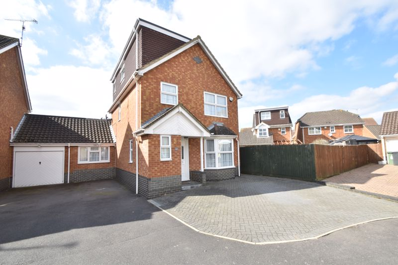 4 bedroom Detached  to buy in Lavender Close, Luton