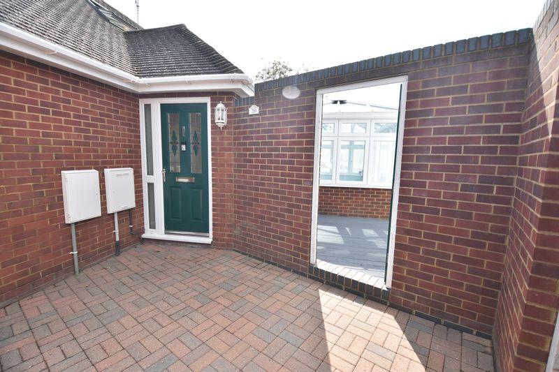 3 bedroom Bungalow to buy in Poplar Avenue, Luton - Photo 4